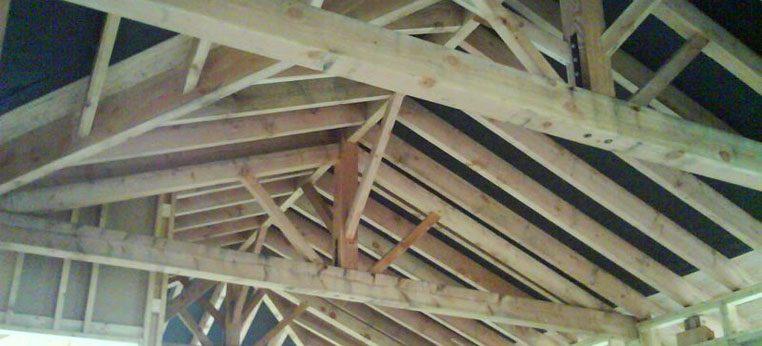 """Système """"poteau poutre"""" en bois pour créer l'ossature de la maison HQE proche de Bourg-en-Bresse"""