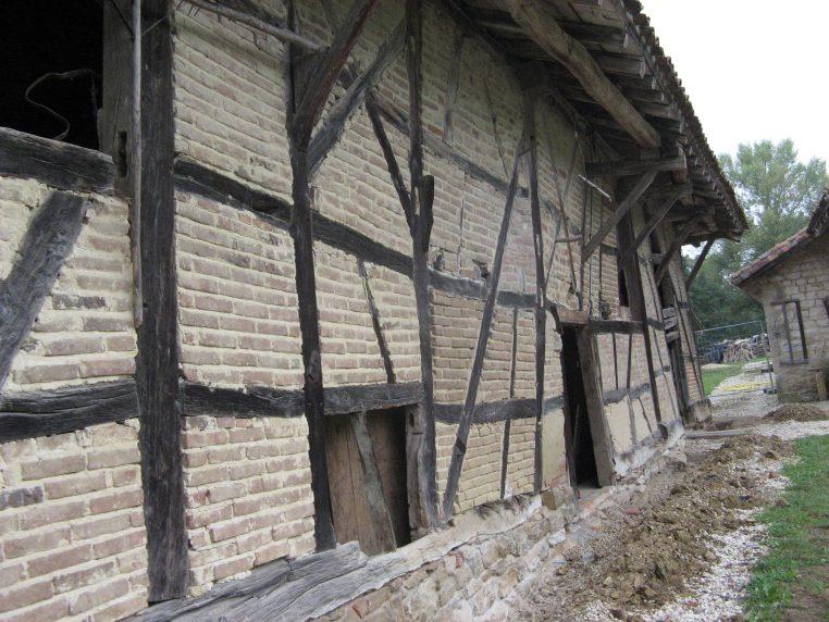 Voici la ferme, avant restauration des pans de bois et menuiseries