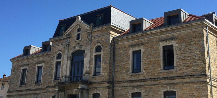 Restauration de la toiture et création de lucarnes pour le bâtiment public Montrevel en bresse (01)