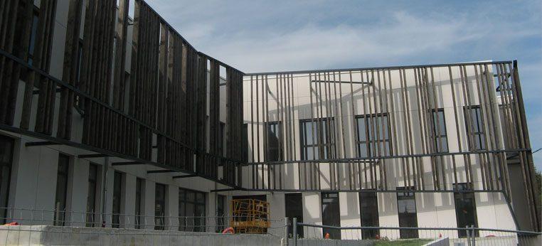 Pose de bardage pour les locaux de la mairie et de la Communauté de communes de Montrevel-en-bresse (01)