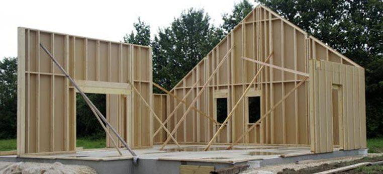 Maison ossature bois en construction dans le Jura