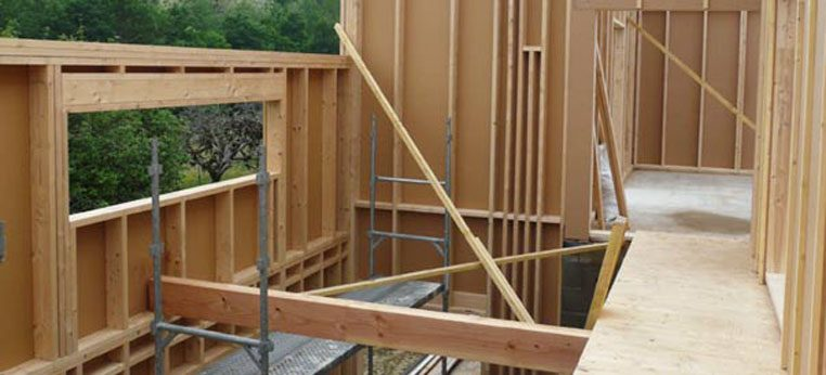 Détail de l'ossature bois d'une maison en construction dans l'Ain