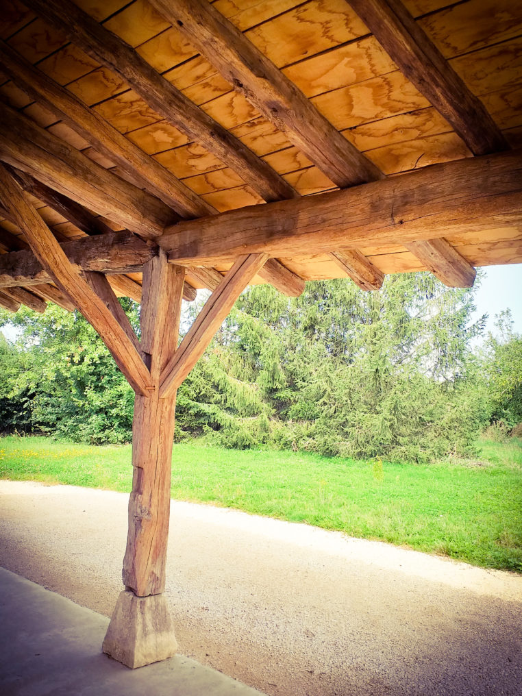 Création pour extension d'un auvent en vieux chêne.